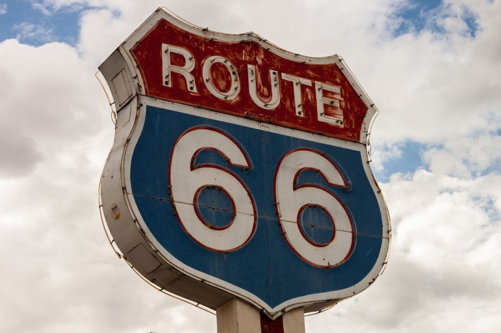 This image has an empty alt attribute; its file name is route-66-868967_1920-1024x682.jpg